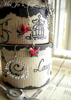 Recycled Pringles can for jewelry display.