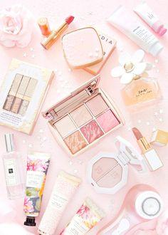 pink lips beauty tips Aesthetic Makeup, Pink Aesthetic, Cute Makeup, Beauty Makeup, Beauty Tips, Makeup Wallpapers, Flat Lay Photography, Makeup Photography, Perfume