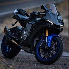Twitter Yamaha Motorbikes, Yamaha Motorcycles, Sport Motorcycles, Honda Sport Bikes, British Motorcycles, Moto Bike, Motorcycle Bike, R1 Bike, Super Bikes