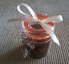 Mini pote de acrílico com fecho de metal para docinho de colher, acompanha colher, fita e tag do tema. R$10,00