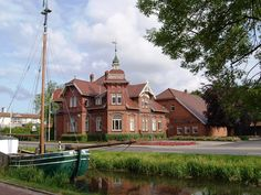 Das Fehn- und Schiffahrtsmuseum gibt einen Einblick in die Fehnkultur und hat eine wunderschöne Teestube die Sonntags geöffnet hat.