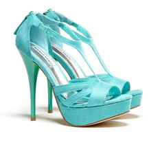 Turquoise open toe platform shoes - the perfect something blue for the bride #weddingshoes #turquoise #turquoisewedding #shoes #bride