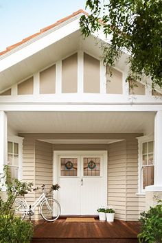 Home Improvement Intro Season 8 Weatherboard House Colours Traditional Exterior House Exterior Color Schemes, Exterior Paint Colors For House, Paint Colors For Home, Exterior Colors, Dulux Exterior Paint Colours, Weatherboard Exterior, Colorbond Roof, Brown Roofs, Brown Roof Houses