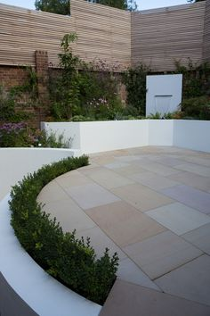 A hardwearing sawn Indian Sandstone paving with an even colour and texture Circular Garden Design, Urban Garden Design, Back Garden Design, Garden Landscape Design, Garden Paving, Garden Steps, Garden Landscaping, Landscaping Design, Back Gardens