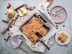 Appel crumble plaatcake - Lekker eten met Linda Avocado Mousse, A Food, Cheese, Snacks, Baking, Breakfast, Desserts, Spaghetti Bolognese, Jamie Oliver