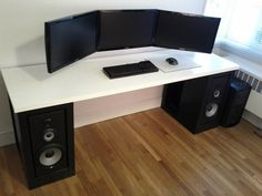 Multi-monitor workstation table design ideal for wall mounts