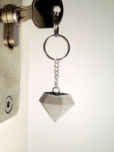Diamant-Schlüsselanhänger aus Beton von CleanSweepStuff auf DaWanda.com