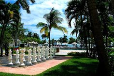 Grand Lucayan, Grand Bahama Island going here in may next year scotts fam reunion sooo excited!