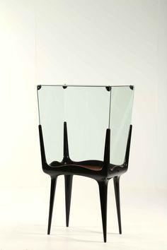 SAIBENE GIANNI Showcase with door opening. Furniture production Lussana, San Bonifacio Veneto (sc