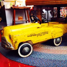 ANTIQUE / VINTAGE TOY PEDAL CAR ! ...... Love finding these ! ....... Download the App FLEATIQUE on the App Store ...... An App with Antique / Fleamarket / Yard Sale resources ! ....... Vintage toy toys antique american pickers restoration old 1950's 1950s
