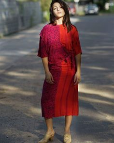 Lust auf 90er Knallfarben? Hallo sagen gehen!  Vintage Kleid: 26 Shoes: 12 Oranienburger Str. 87-89 Berlin #humanasecondhand