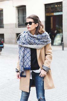 Con los días tan fríos que estamos teniendo las maxi bufandas se han convertido en mis aliadas...