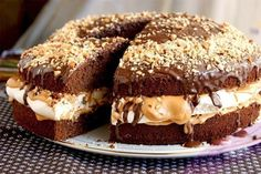 "Un desert frumos și incredibil de gustos: tort polonez ""Pani Walewska"" - Bucatarul Snickers Recipe, Snickers Cake, My Recipes, Cake Recipes, Cooking Recipes, Favorite Recipes, Carousel Cake, Pastry Shop, Pastry Cake"
