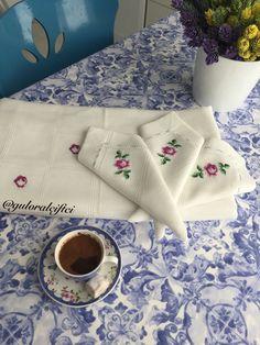 Kanaviçe - çarpı işi - cross stitch - masa örtüsü - peçete - gül motifi