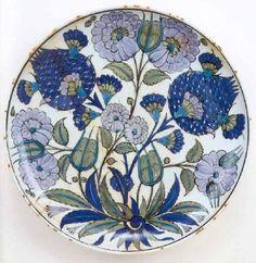 Rimless shallow dish, ca.1545 | Homayzi Collection, Kuwait: Selcuk and Ottoman Pottery