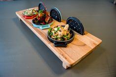 Lava mini cassaroles på stativ passer perfekt som servering av en rett i tre deler, tilbehørsretter eller til shearingmenyen. Er også ypperlig til varm- og kaldretter i buffeten. Unik på kulde - og varmebeholdning!
