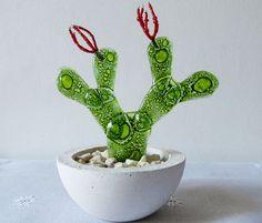 Billedresultat for cactus vitrofusion Glass Cactus, Cactus Plants, Stained Glass Suncatchers, Fused Glass, Glass Flowers, Diy Flowers, Broken Glass Art, Champagne Flutes, Glass Jars