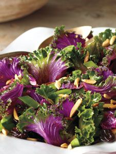 Psychedelic Kale Salad Raw kale is nutrient-dense and high in beta-carotene, fibre and antioxidant vitamins such as C and K. Salad Recipes, Healthy Recipes, Cold Dishes, Veggie Tales, Antioxidant Vitamins, Beta Carotene, Kale Salad, Diet And Nutrition, Herbalism