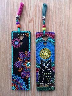 Dot Painting Tools, Dot Art Painting, Mandala Painting, Creative Bookmarks, Bookmarks Kids, Mandala Dots, Mandala Design, Old Cd Crafts, Painted Books