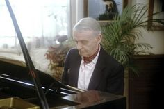 Fred Astaire at home playing the piano 1980 © 1980 Sid Avery