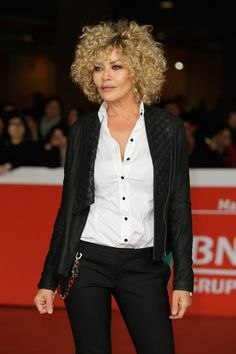Eva Grimaldi attends the 'Haider' Red Carpet during the Rome Film Festival on October 24 Short Permed Hair, Haircuts For Curly Hair, Kinky Curly Hair, Curly Hair Cuts, Curly Bob Hairstyles, Long Curly Hair, Curly Hair Styles, Eva Grimaldi, Daniel Golz