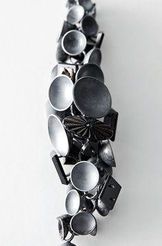 vander A Contemporary Art Jewellery | Project | TWEEX 3 (Brussels, Belgium) Kathleen Frisson (SASK-Sint-Niklaas teacher), In memoriam, necklace, 2015, onyx, silver, gold, photo: Stanislas Huaux