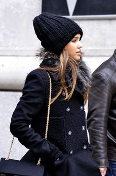 Jessica Alba looked so stylish in a black beanie, fur scarf, and jacket.
