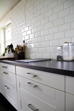 ikea ädel kjøkken Decor, Kitchen Tiles, Tiles, Cabinet, Breakfast Nook, Flooring, Kitchen, Home Decor, Kitchen Cabinets