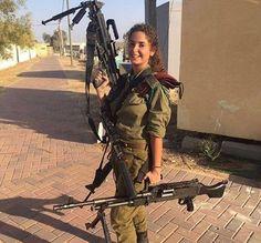 Idf Women, Military Women, Israeli Female Soldiers, Brave Women, Military Service, Guns, Beautiful Women, Hot, People