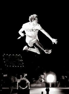 Screaming HAPPY BIRTHDAY to my baby, my love, the music to my ears, Niall James Horan Hope these 22 years treat you well <3