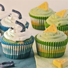 NFL Cupcakes!!!!!!!!! Packers and Colts! via Easy Baked