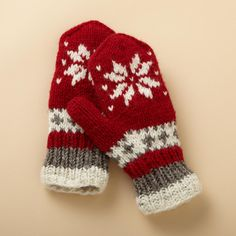 SNOWFLAKE MITTENS -- Keep hands toasty warm with our hand‑knit mittens made of New Zealand wool and lined with super soft fleece. One size fits most adults. Knitted Mittens Pattern, Crochet Mittens, Knitted Gloves, Knitting Patterns, Knit Crochet, Knitting Designs, Fingerless Mitts, Baby Hats Knitting, Christmas Knitting