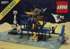 The box cover for LEGO set the Inter-Galactic Command Base from the LEGO Space theme Superman, Batman, Gi Joe, Lego Vintage, Lego Space Sets, Lego Boxes, Lego Kits, Lego Club, Lego Mindstorms