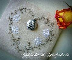 ~ Roses w/ Vine Cross Stitch on Linen ~ Such a pretty heart w/ the Cherub Charm....
