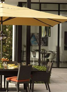 The Outdoor Easy Shade Umbrella's ingenious pulley system enables you to relax in shady comfort this summer without the difficulty of traditional umbrellas.