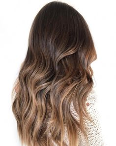All freehand painted with some good ol' saran-wrap! ✨✨✨ Where do your eyes go when you see this color? The blend or the tone? 👀👩🏽 Mine go to that caramel balayage ribbon on the right side of her hair! Bronde Hair, Brown Hair Balayage, Brown Blonde Hair, Balayage Brunette, Light Brown Hair, Brunette Hair, Hair Highlights, Ombre Hair, Caramel Balayage