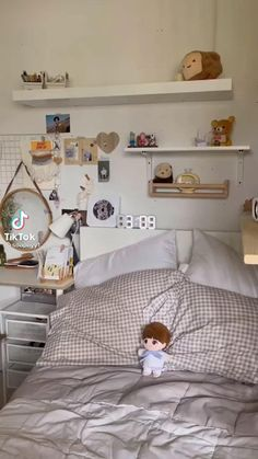 Cute Bedroom Decor, Bedroom Decor For Teen Girls, Room Design Bedroom, Room Ideas Bedroom, Room Ideias, Chambre Indie, Study Room Decor, Indie Room, Aesthetic Room Decor