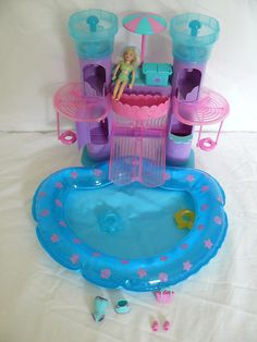Polly Pocket swimming pool with slide. I hated it when the slide would break! Putting it back was not easy. Childhood Memories 90s, Childhood Toys, Vintage Barbie, Vintage Dolls, Games For Kids, Activities For Kids, Polly Pocket World, Right In The Childhood, For Elise