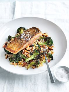 This quick and easy roasted salmon dish is a perfect solution for dinner on busy weeknights. This quick and easy roasted salmon dish is a perfect solution for dinner on busy weeknights. Salmon Recipes, Fish Recipes, Seafood Recipes, Dinner Recipes, Cooking Recipes, Healthy Recipes, Salmon Meals, Dessert Recipes, Dinner Ideas