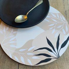 Decoupage Art, Decoupage Vintage, Pottery Painting Designs, Paint Designs, Plate Art, Colorful Pictures, Painting Techniques, Ceramic Art, Flower Art