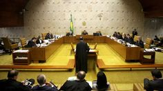 A função do STF Fique atento a uma discussão entre juristas sobre o papel do STF (Supremo Tribunal Federal). Há uma corrente majoritária de juristas defendendo o papel do STF como Corte Constituciona