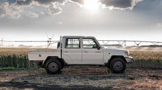 Toyota Land Cruiser 70 returns to limited production in Japan for 2015 as wagon and 4-door pickup