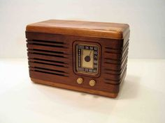 Oh, I love wood, and I love the style of these old radios. I wonder whether I could carve a modern version of one of these beauties...?
