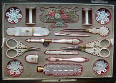 Sewing Box Eye Candy - This is an antique sewing/embroidery box Paris, c. It contains a complete sewing kit, embroidery and mother of pearl. Sewing Tools, Sewing Hacks, Sewing Crafts, Sewing Kits, Sewing Projects, Diy Crafts, Vintage Sewing Notions, Antique Sewing Machines, Objets Antiques