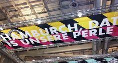 Online Marketing Rockstars erobern die Hamburger Messehallen - Olli Schulz sorgte am ersten Abend für den nötigen Funken Humor ; ) (Artikel + Video) #hamburg #omr2016 #ollischulz #marketing #hamburgcity #ollischulz