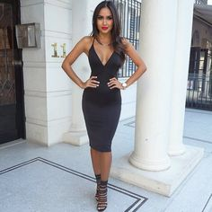 vestido escotado corto negro