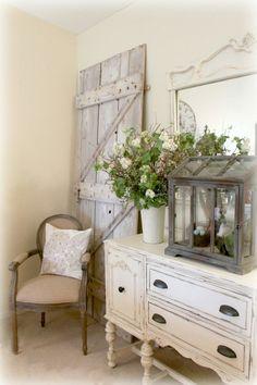 shabby chic kommode romantisches schlafzimmer wohnzimmer weiße anrichte vintage stil alte holztür retro stuhl