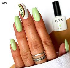 Nasza Lemoniada z limonek w połączeniu z Misiem Polarnym ozdobionym kiwi, tworzy niezwykle spójną propozycję na letni manicure! Jak Wam się podoba takie połączenie? 🥝  #nails #nail #nailsart #nailart #nailsartist #nailartist #greennails #summernails #pastelnails #fruitnails #nails2inspire #nailsinspirations #nailsdesign #nailsoftheday #mani #manicure #manicurehybrydowy #paznokcie #paznokciehybrydowe #paznokcienalato #paznokcienawakacje #hybrydy #hybryda #pazurki #pastelowepaznokcie Spring Nails, Kiwi, Nailart, Manicure, Beauty, Fingernail Designs, Nail Bar, Beleza, Nail Manicure