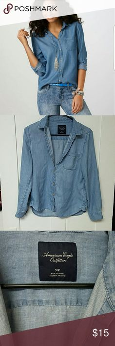American Eagle Denim Girlfriend Button-down Top AE Denim Girlfriend Button-down Top size small, light blue denim look, but very soft and lightweight, excellent condition. Please message me if you have any questions! American Eagle Outfitters Tops Button Down Shirts