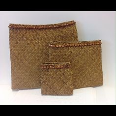 "vintage brown straw woven shell envelope clutch retro island girl!  vintage brown straw woven large envelope clutch adorned with shells; three sizes they both inside largest; 10"" x 10""; great vintage condition Vintage Bags"